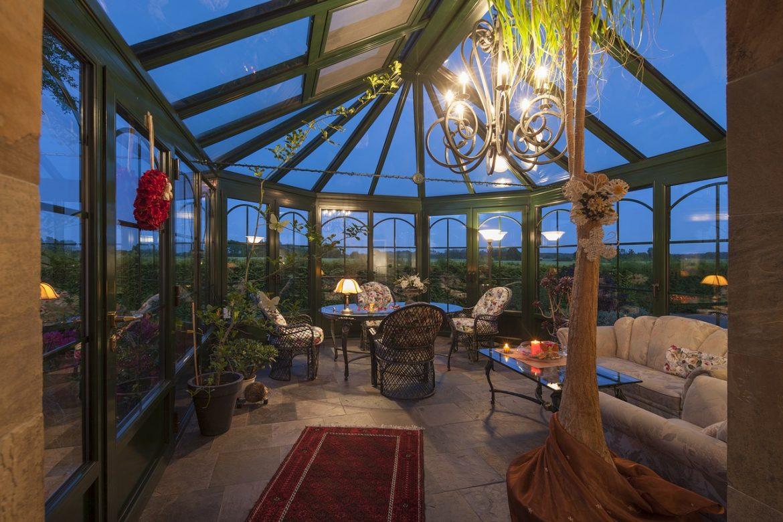 Des lampes extérieures pour embellir jardin et terrasse
